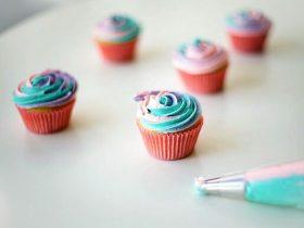 DIY彩虹玫瑰纸杯蛋糕