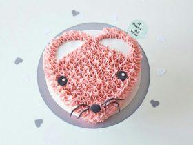 粉红色爱心蛋糕